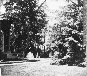Man and woman in a garden, Toronto, Ontario, around 1859. Photograph, silver salts on paper - Albumen process, (10 x 12 cm). McCord Museum MP-1975.221.