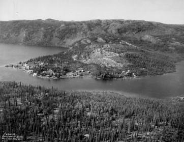Cameron Lake Settlement, Great Bear Lake, N.W.T., Photograph. LAC PA-017818.