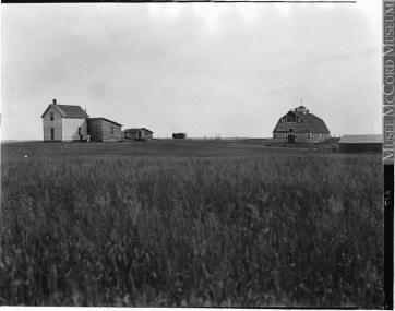 Wm. Notman & Son. Mackie's farm, North Battleford, SK, 1920, 1920. Silver salts on film, (20 x 25 cm). McCord Museum VIEW-8549
